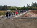 Rundgang zum Tag der offenen Baustelle in der Waldsiedlung in Wimberg