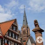 Calw_Fachwerk_Loewe_Marktplatz_Stadtkirche