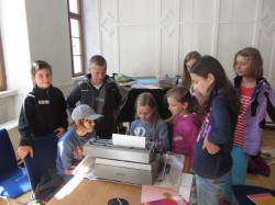 Kinder_an_Schreibmaschine
